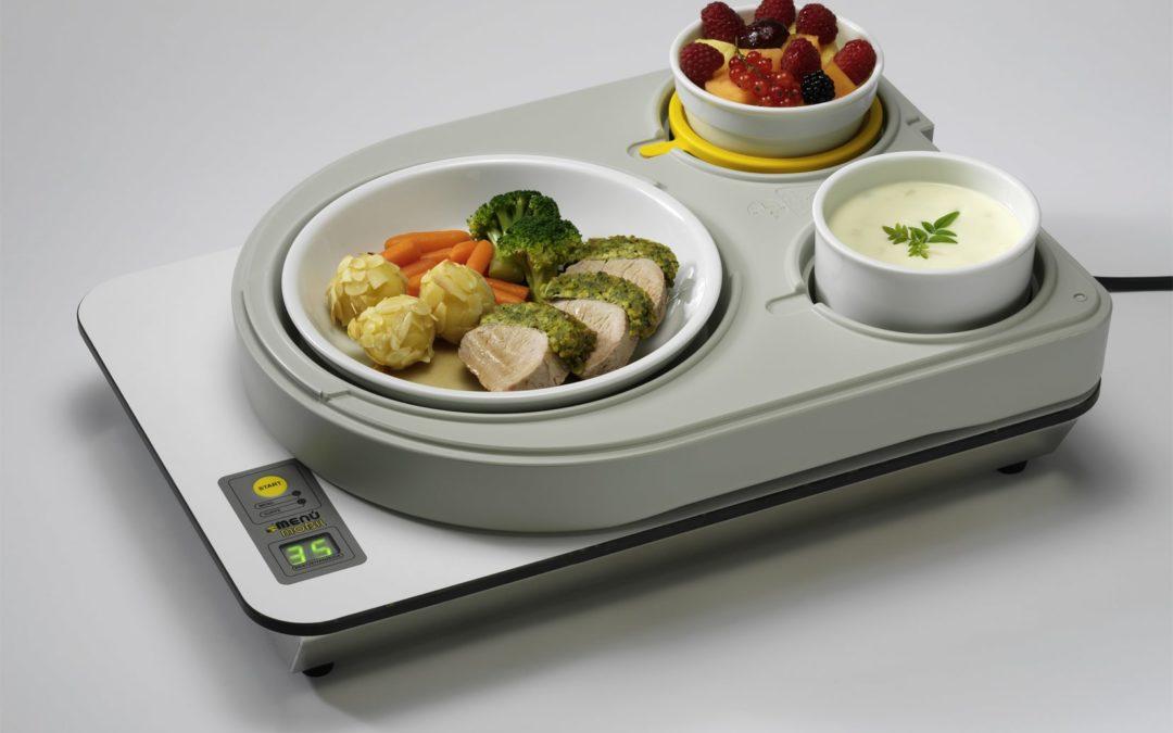 Ressourcenschonendes System für Essen auf Rädern im Carebereich - Mit Inducook lassen sich die Speisen kalt transportieren und zu Hause, just-in-time, schonend und auf den Punkt erwärmen. Nur die beschichteten Geschirrteile werden erhitzt, Salate und Desserts bleiben kalt. (Foto: MenüMobil)