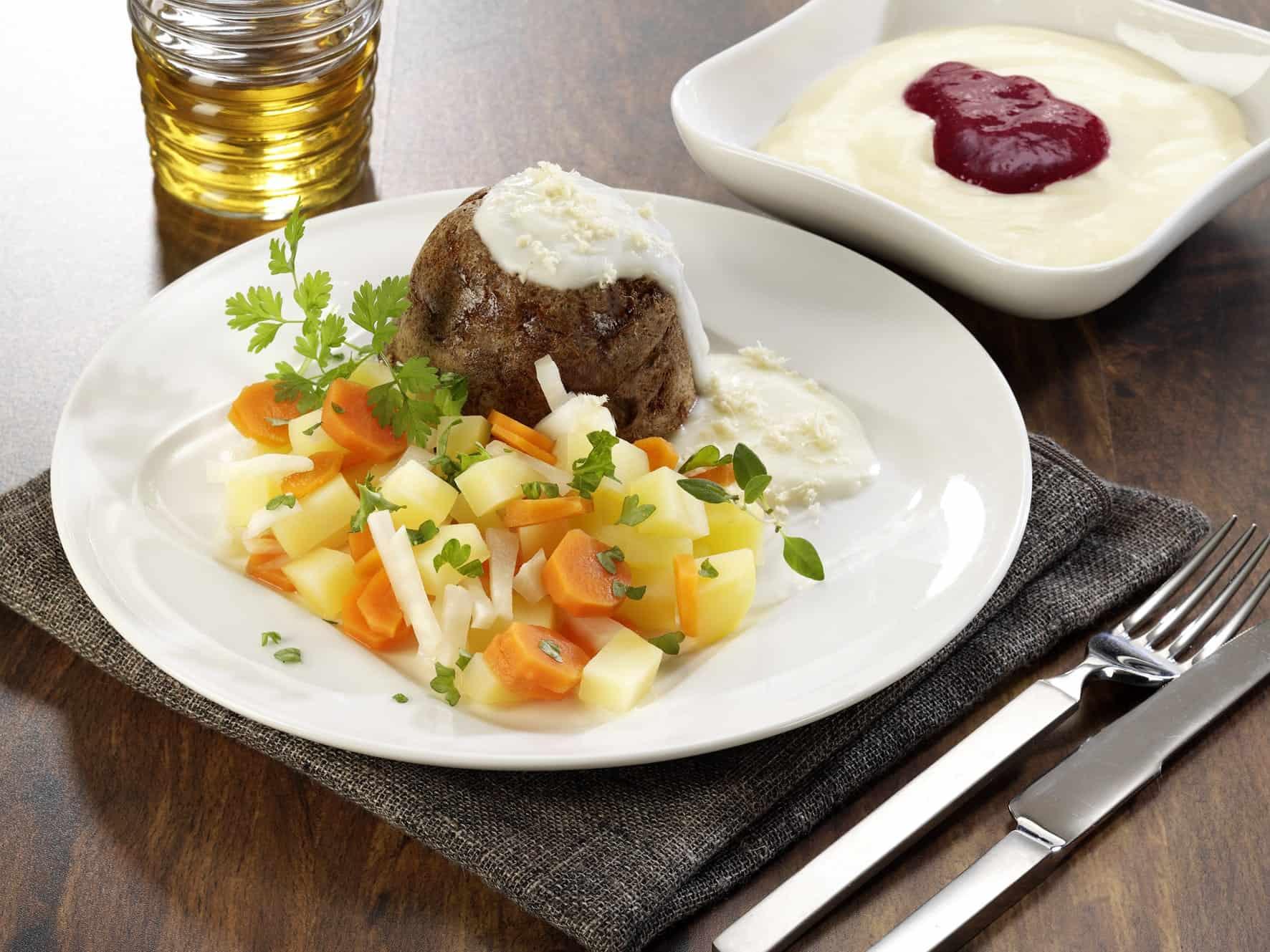 Tafelspitz mit Kartoffel-, Karotten- Selleriegemüse (Foto: DGE/Fit im Alter)