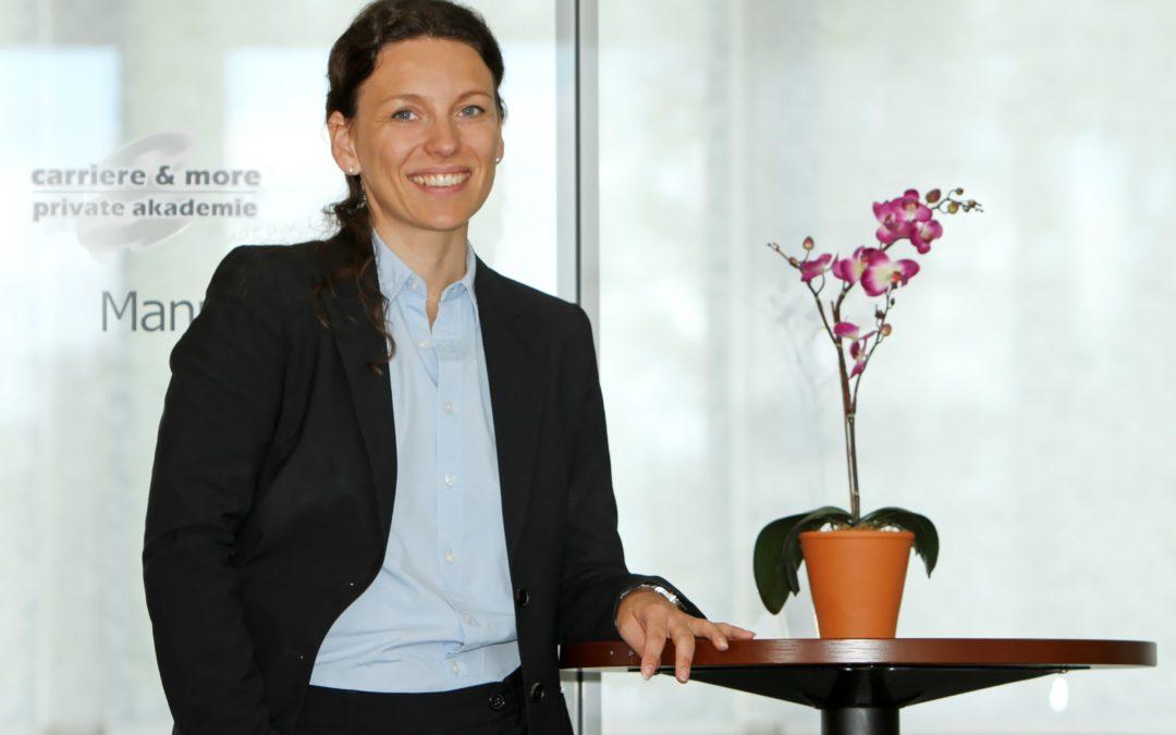 Simone Stargardt, Expertin für modernes Personalmanagement und Inhaberin der Weiterbildungsakademie carriere & more mit Standorten in der Region Stuttgart, Mannheim und Würzburg. Foto: carriere & more