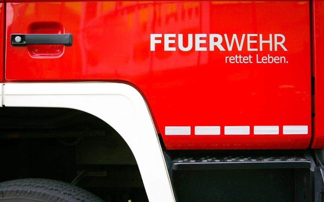 Feuerwehrauto mit Aufschift: